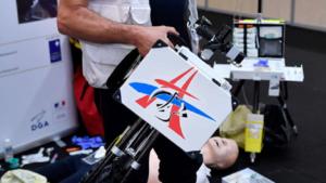 IMP. Le MedPack, une station de travail médicale extra-hospitalière mise au point à Vannes, a remporté le concours Lépine 2018. Crédit : AFP