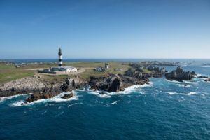 Vue aerienne, le phare du Creac'h. Crédit photo : Nicolas JOB